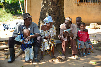 Photo: Family listening to community radio, Guinea