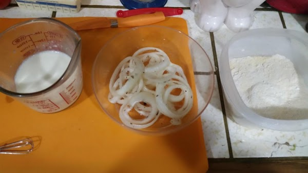 Remove the onion slices from the pickling liquid.  Do not pat them dry.