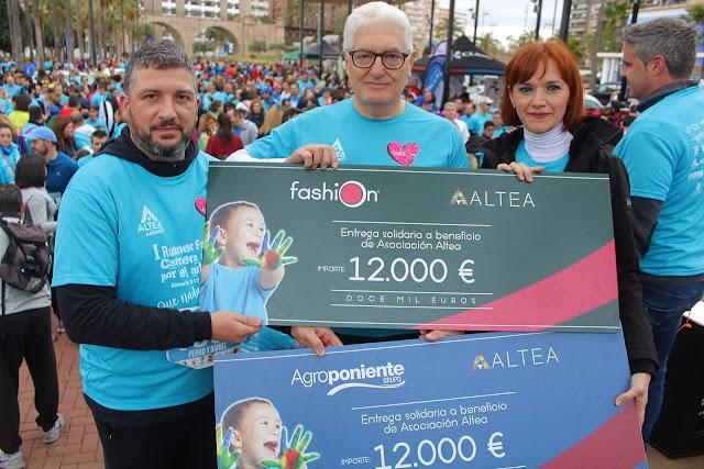 , Agroponiente y Sandía Fashion entregando los cheques de 12.000 euros cada uno a Altea.