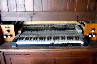 Photo: kaputte Orgel von Carl Börger in Thulendorf bei Rostock Ein Teil der Orgel ist in der Dorfkirche Rostocker Wulfshagen aufgebaut.