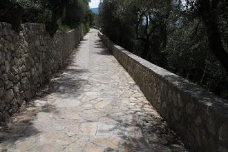 Photo: Come è possibile notare anche in varie foto,anche i tombini sono ricoperti in pietra