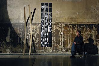 Photo: © Olivier Perrot Chapelle des Recollets 2004 198 Photogrammes 280x200 avec une Performance de Denis Tricot