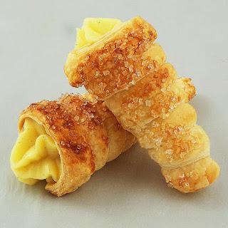 Cannoncini alla Crema Pasticcera (Puff Pastry Horns with Italian Pastry Cream).