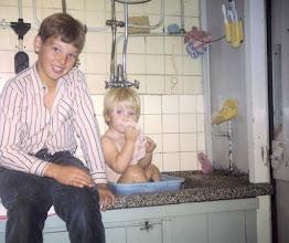 Photo: Aaldert de Weerd met zijn zusje Renda