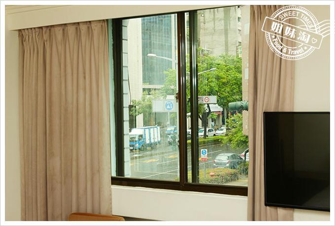 假期商旅雅緻客房對外窗