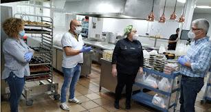El alcalde visita las instalaciones de Casa Rafael.