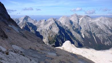 Photo: pogled proti Škrlatici in sosedam,triglavski ledenik izginja