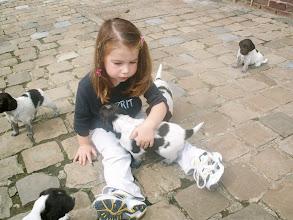Photo: Nora en haar pupjes