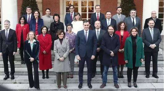 Primera foto de familia oficial del nuevo Gobierno de coalición