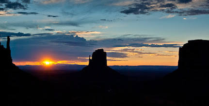 Photo: Monument Valley Sunrise