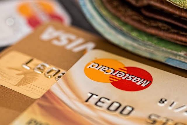 フランスクレジットカード支払い現金との比較おすすめ