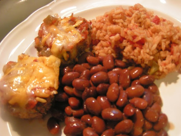 Serve with http://www.justapinch.com/recipes/main-course/beef/cheesy-mini-taco-meatloaves.html and pinto's.