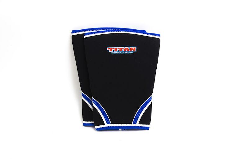TITAN knee support 7mm (IPF approved). svart med blå vit bård