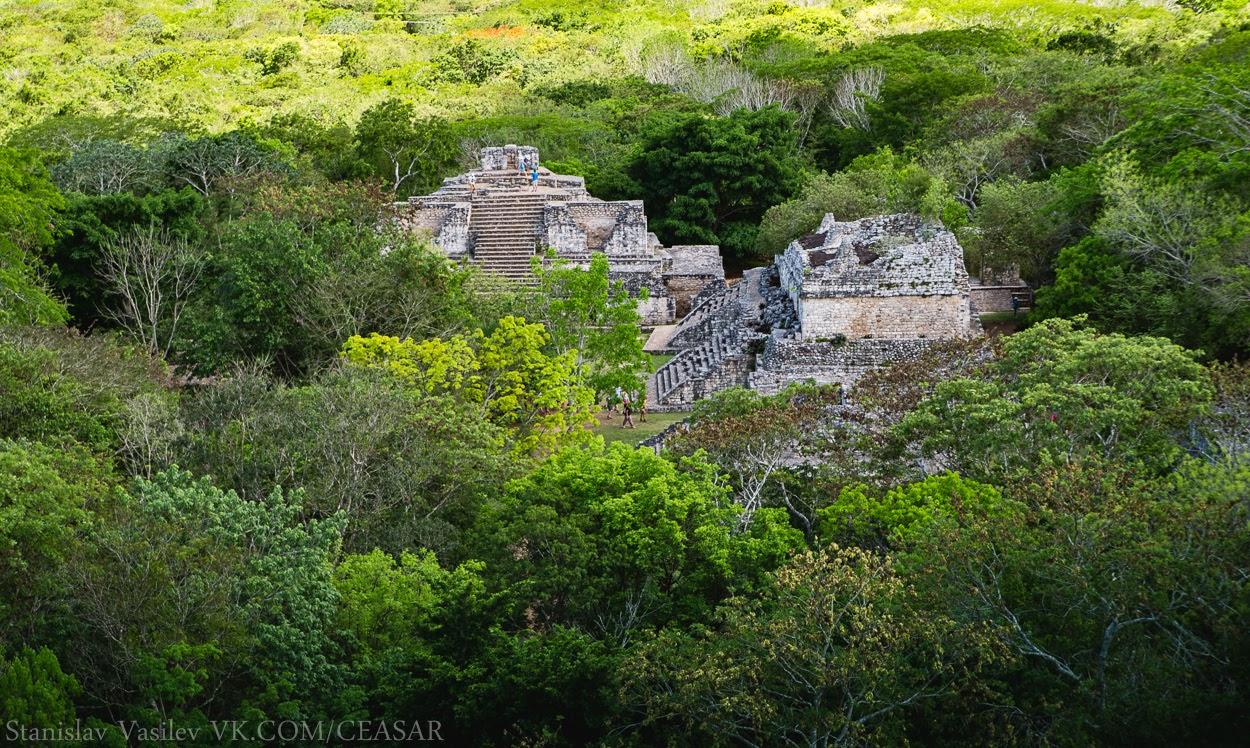 Вид с верхней площадки Акрополя, Эк-Балам
