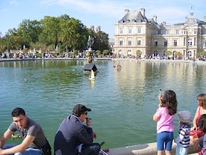 Photo: And the day's touring end at the Garden's main pool, which has been restored to its proper state as the home of children's toy sailboats.