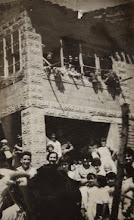 Photo: La plaza del pueblo. Proveedor: Ascensión Ojeda Fernández. año: 1955.