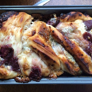 Gorgonzola Fig Cheesebread