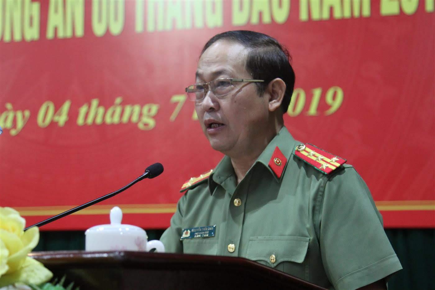 Đại tá Nguyễn Tiến Dần, Phó Giám đốc Công an tỉnh trình bày báo cáo sơ kết công tác 6 tháng đầu năm