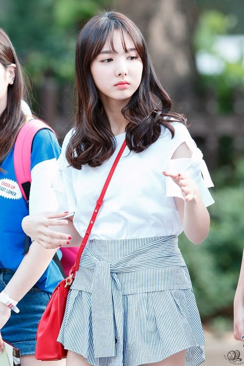 twice-nayeon-purse