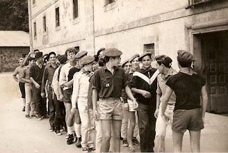 """Photo: Colección de Santos Suárez:""""Corias 1967 - Reconozco a Morales, Panera, Gago, Vibot, Molleda, Carlos Puente Valdueza, y al final a Sánchez y Feliú"""