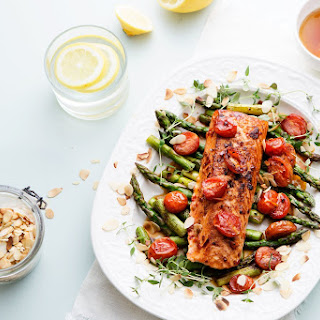 Keto Chili Salmon With Tomato And Asparagus.