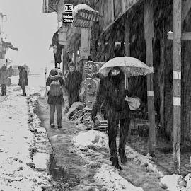 by Veli Toluay - Black & White Street & Candid ( sokak, siyah beyaz, kış, kar )