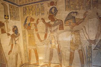 Photo: QV55, tomb of Amenherkhepshef - Pefesakhuef?, Ramses III wearing blue crown, Horus?
