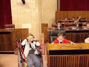 Photo: A Mikele le prestaron una silla de ruedas para que no se cansase mucho. Fueron muy amables con todos nosotros.