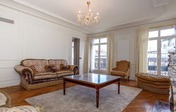 3 bedroom Haussmann luxury in Champs Elysees