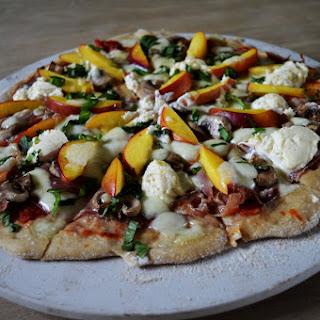 Summer Prosciutto and Peach Pizza/Pizza de vara cu prosciutto si nectarine