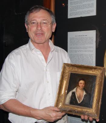 Reynald Secher avec le portrait de Cadoudal