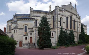 Photo: Panorama de l'arrière de l'église Saint-Etienne de Briare. Ce panorama est composé de 4 clichés verticaux assemblés avec le logiciel de montage dédié aux panorama Autopano Pro. Je me suis également servi du logiciel Photoshop. L'église a été bâtie avec un style romano-byzantin entre 1890 et 1895.