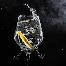 Splash by Andreea Muntean - Food & Drink Alcohol & Drinks ( lemon, waterdrops, splash, water, drink )