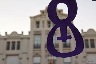 Photo: Huesca: 8M 2014 Adornos alusivos a la fecha en la plaza de Zaragoza (o Navarra o del Casino)