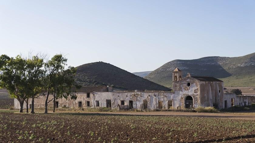 El Cortijo del Fraile es un edificio icónico del parque natural de Cabo de Gata-Níjar.