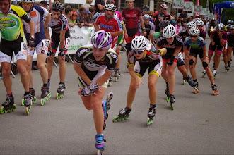 Photo: Et donc nous nous relevons et nous écartons pour les laisser passer. En tête l'italienne qui a gagné la course.