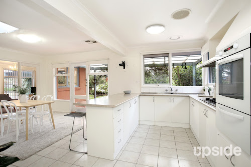 Photo of property at 2 Oakhurst Court, Frankston 3199