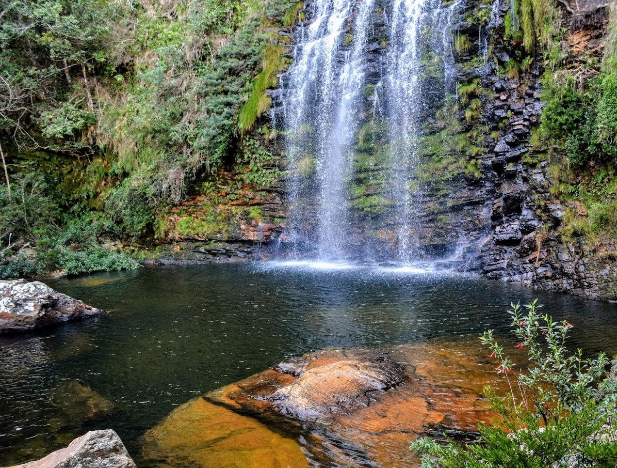 O poço grande e gelado da Cachoeira da Farofa, no Parnacipó