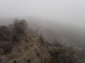 水沢岳の下り(きのこ岩)