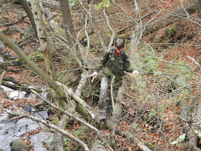 Photo: Martin při překonávání obtížného terénu (10.11. 2013).