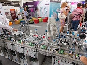 """Photo: Стенд """"белой металлургии"""" почему то показывал роботизированный микро конвейер"""