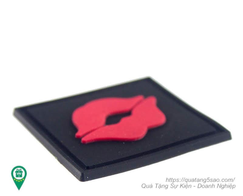 Tag silicon mỏng 2mm sử dụng may vào quần áo