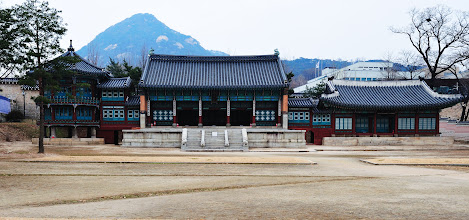 Photo: The three buildings from left to right are: Parujeong, Jibokjae, and Hyeopgildang. Parujeong is an octagonal pavilion with columns decorated in the Qing Chinese style. Hyeopgildang is a traditional Korean house with a heated Ondol floor. These three buildings were moved from Changdeokgung (where King Gojong resided for 9 years when Gyeongbokgung suffered heavy fire damage in 1876) to this palace.