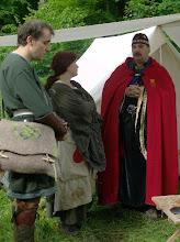 Photo: Mealán, Alanis und Trullok im Gespräch.