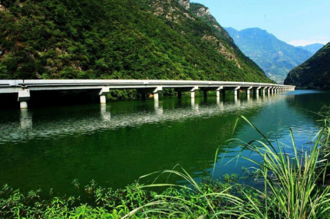 w1qssd3LfFWq0LmJoo7VFVqoIp6BGfjXCB9i2XXuGcw=w650 h432 no - Мост не через реку а вдоль реки