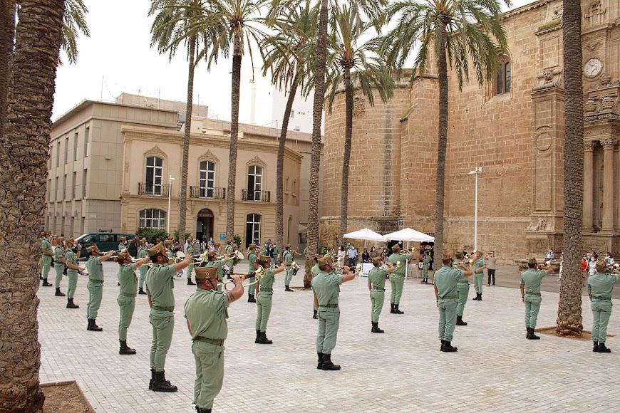 La Legión participó en la Plaza de la Catedral en el Día Contra el Cáncer.