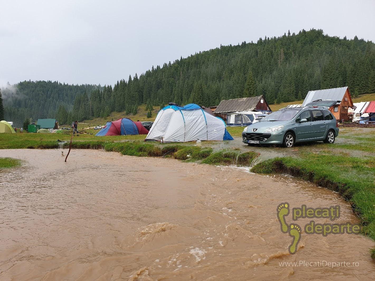 Cum sa nu pui cortul in Padis. Ploi abundente Padis. Locul de cort inundat dupa furtuna in Parcul Natural Apuseni