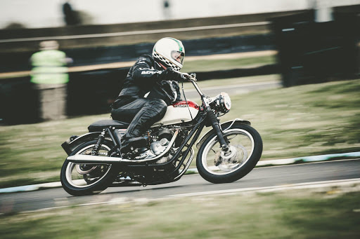 Marc with the super speed Triumph Bonneville T140 powered by Machines et Moteurs.