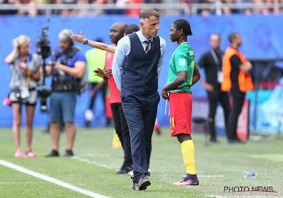 """Phil Neville ziedend op Kameroense schoppers en fluimers: """"Dit had niets met voetbal te maken"""""""