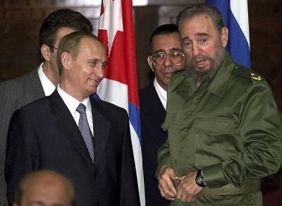 古巴強人卡斯楚(右)逝世;俄羅斯總統普廷(左)公開悼念卡斯楚,表示卡斯楚是「時代的象徵」,也是俄羅斯真誠且信賴的朋友。(歐新社)